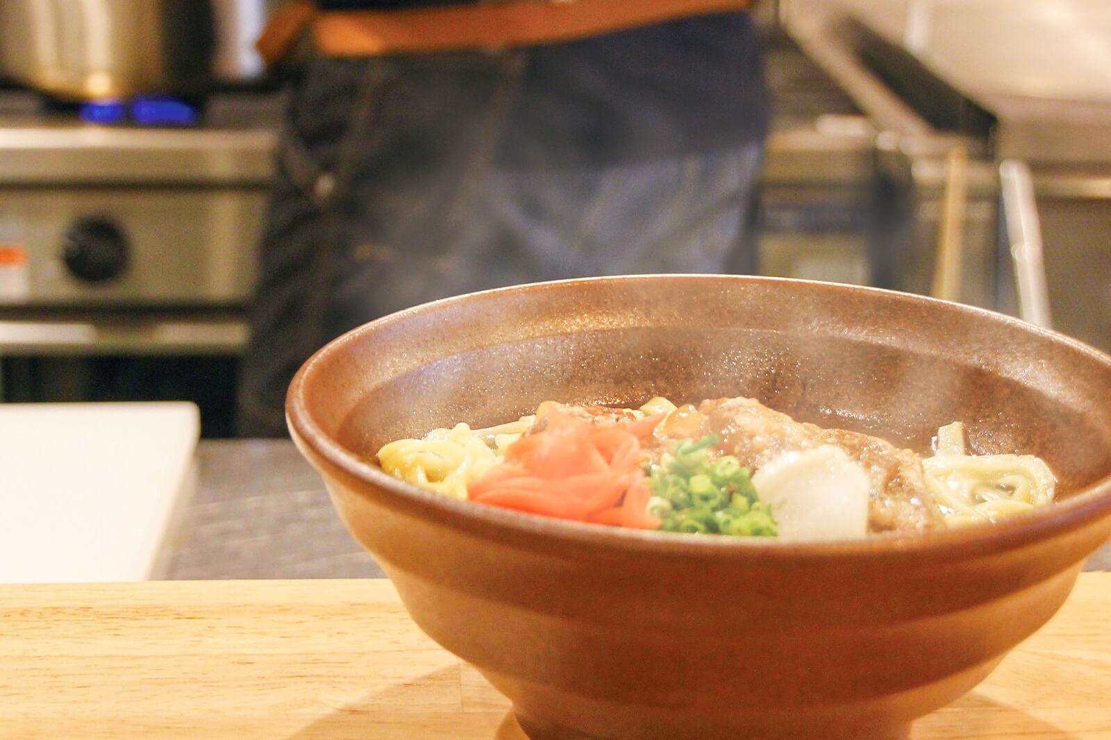琉球創喜Labo自慢の自家製麺で作る沖縄そば